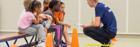 Een vakdocent vergemakkelijkt de zorgplicht van scholen